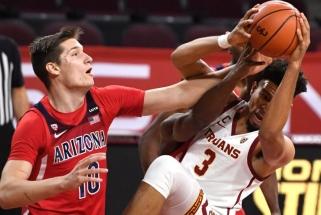 Tubeliui vėl skirtas NCAA įvertinimas, o komanda priverstinai baigė sezoną