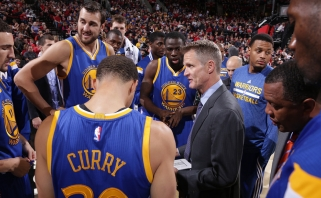"""Be netikėtumų: """"Warriors"""" strategas S.Kerras - geriausias NBA sezono treneris"""