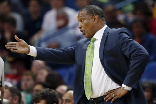 """""""Pelicans"""" treneris teisinosi dėl D.Motiejūno žaidimo minučių (palaužti """"Rockets"""")"""