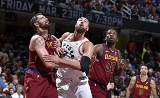 """Rezultatyvus Valančiūnas ir """"Raptors"""" neatsilaikė prieš LeBrono karjeros rekordą"""