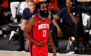 "Rockets" laimėjo įspūdingą trilerį prieš "Mavs", Giannis parbloškė "Celtics"