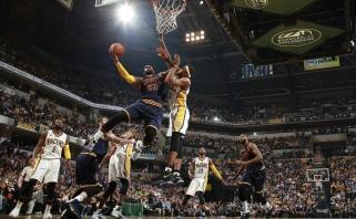 NBA čempionai pirmieji žengė į kitą etapą, L.Jamesas pagerino dar vieną rekordą