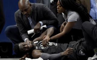 """NBA naktį aptemdė kraupi jaunosios """"Nets"""" žvaigždės LeVerto trauma (rezultatai)"""