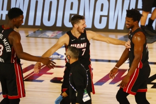 """G.Dragičiaus ir B.Adebayo ataka """"žemė-oras"""" - gražiausias NBA nakties momentas"""