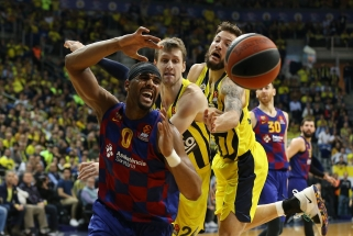 """Įsibėgėjusių """"Fenerbahče"""" krepšininkų seriją nutraukė svečiai iš Barselonos"""
