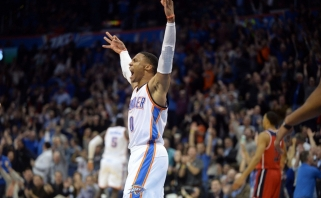 Įsismaginęs R.Westbrookas pakartojo 55 metų senumo NBA pasiekimą