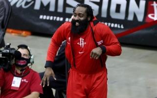 """""""Rockets"""" klube – COVID-19 protrūkis: NBA nubaudė Hardeną ir atšaukė rungtynes"""