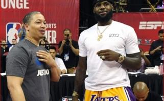 """Pamišimas dėl LeBrono: gerbėjai iššlavė jo mūvėtus """"Lakers"""" šortus"""