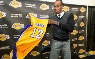 """""""Lakers"""" nusprendė: traumuotą D.Cousinsą pakeis """"supermenas"""" D.Howardas."""