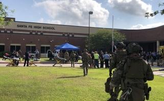 """""""Rockets"""" per rungtynes pagerbs žudynių Santa Fe mokykloje aukas"""