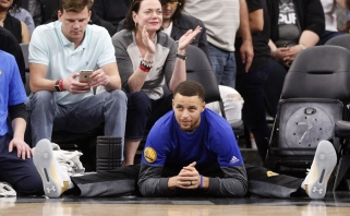 """NBA: fanų pyktį sukėlęs """"Warriors"""" ir """"Spurs"""" mūšis bei L.Jameso trigubas dublis"""