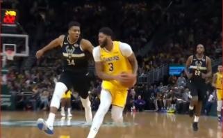 """""""Lakers"""" žvaigždžių ataka, kuriai nesutrukdė """"Greek Freak"""" - gražiausias NBA momentas"""