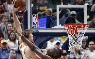 """Sabonis ir """"Pacers"""" palaužė NBA čempionus, Ibaka patiesė komandos draugą smūgiu koja į galvą"""