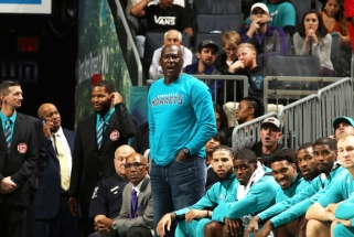 """M.Jordanas patarė """"Hornets"""" žaidėjams įspėti vienas kitą dėl daromų kladų"""