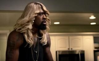 NBA žaidėjai nusifilmavo linksmame klipe - D.Jordanas tapo blondine Ch.Paulo žmona