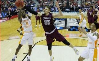 """NCAA """"Kovo beprotybėje"""" - akies traumą patyrusio lietuvio komandos nesėkmė"""