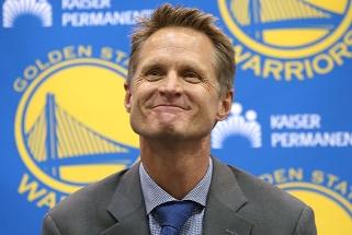 """Nugrimzdusių """"Warriors"""" treneris S.Kerras: mėgaujuosi šiuo sezonu"""