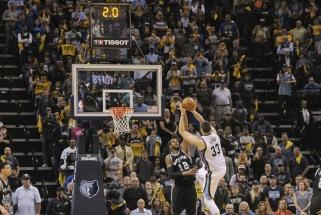 """M.Gasolio metimas nužudė """"Spurs"""" ir išlygino serijos rezultatą"""