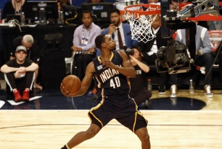 Netikėtumų kupinuose NBA tritaškių ir dėjimų konkursuose vainikuoti nauji čempionai