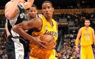 """""""Lakers"""" veda derybas dėl T.Arizos įsigijimo"""