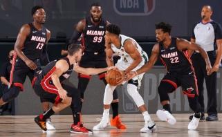 """""""Heat"""" sukaustė Giannį ir aplaužė ragus """"Bucks""""; """"Rockets"""" prireiks lemiamo mačo"""