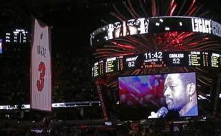 """Giannis triuškino """"76ers"""", """"Heat"""" iškėlė į palubes D.Wade'o marškinėlius (rezultatai)"""