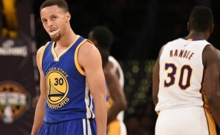 "S.Curry ir K.Thompsonas prametė 17 tritaškių, ""Warriors"" nusileido ""Lakers"" (rezultatai)"