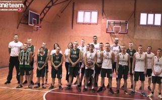 """""""One Team"""" ambasadoriais tapę A.Kavaliauskas ir A.Lima pradžiugino įkalintus jaunuolius"""