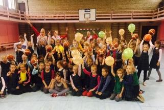 """""""Fortūna"""" specialiu projektu populiarina krepšinį uostamiesčio mokyklose"""