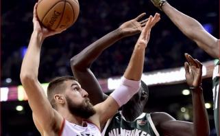 """Pro šalį šaudęs Valančiūnas ir """"Raptors"""" nervų kare antrą kartą krito prieš """"Bucks"""""""