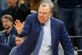 """NBA klubų medžiojamas T.Thibodeau - pagrindinis kandidatas stoti prie """"Knicks"""" vairo"""