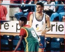 K.Bryantas prieš Italijos suaugusius profesionalus žaidė būdamas dvylikametis