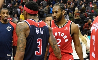 """Košės prisivirę """"Raptors"""" triumfavo po dviejų pratęsimų, lyderiai surengė įspūdingą dvikovą"""