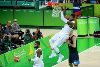 Argentinos akibrokšto sulaukusi JAV rinktinė parodė savo galią ir pateko į pusfinalį