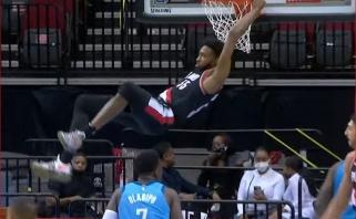 """Naujojo """"Rockets"""" lyderio dėjimas bei D.Joneso skrydis  – gražiausi NBA momentai"""