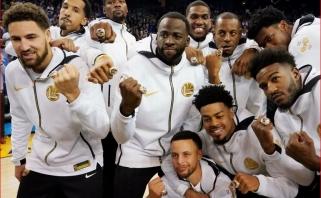 """NBA sezono atidaryme - """"Celtics"""" ir čempionų žiedus atsiėmusių """"Warriors"""" pergalės"""