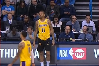 """Patyręs """"Lakers"""" puolėjas sukėlė juoką: į aikštę bandė žengti kitos spalvos šortais"""