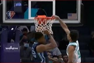 """Monstriškas """"Hornets"""" jaunuolio dėjimas – įspūdingiausias NBA momentas (rezultatai)"""