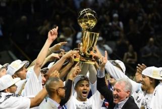 """Karjerą baigianti """"Spurs"""" ir Prancūzijos rinktinės legenda: nebegaliu būti Tony Parkeriu"""