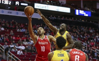 """Warriors"" be S.Curry gavo antausį nuo ""Rockets"", C.Anthony palieka Hjustoną"