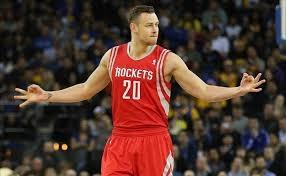 """D.Motiejūnui kliuvo į veidą nuo varžovo, o """"Rockets"""" pralaimėjo"""