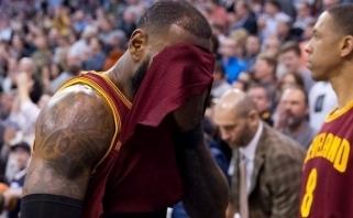 """NBA naktis: """"Cavaliers"""" ir """"Spurs"""" pralaimėjimai bei nesulaikomas J.Hardenas"""