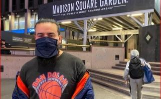 """""""Knicks"""" sirgalius buvo išvarytas iš arenos už užrašą """"Užbaninkit Dolaną"""""""