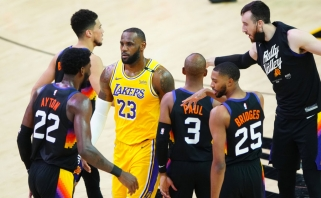 """Čempiono titulą ginantis LeBronas – ant prarajos krašto: """"Suns"""" sutriuškino"""" """"Lakers"""""""