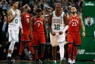 """""""Raptors"""" su J.Valančiūnu dramatiškai nusileido NBA lyderiams"""
