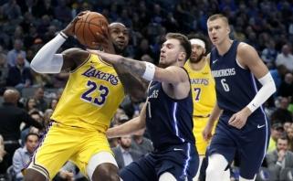 """LeBronas ir Dončičius išsiskyrė trigubais dubliais, pergale po pratęsimo džiaugėsi """"Lakers"""""""