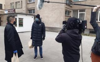 M.Kalnietis susipažino su šimtamete krepšinio gerbėja