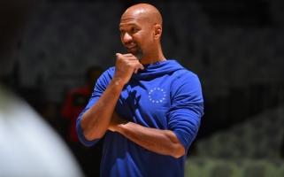 """""""Suns"""" rado pamainą atleistam treneriui iš Europos"""