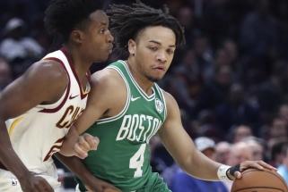 """Stulbinanti """"Celtics"""" naujoko tritaškių salvė: per kėlinį - 8 tolimi šūviai!"""