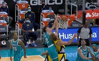 LaMelo dėjimas per Sabonį bei du jo perdavimai – tarp gražiausių NBA epizodų